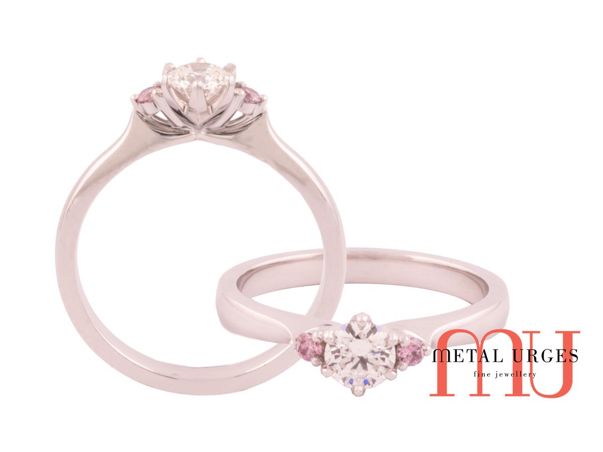Pink diamond Australian Argyle and white diamond in ...