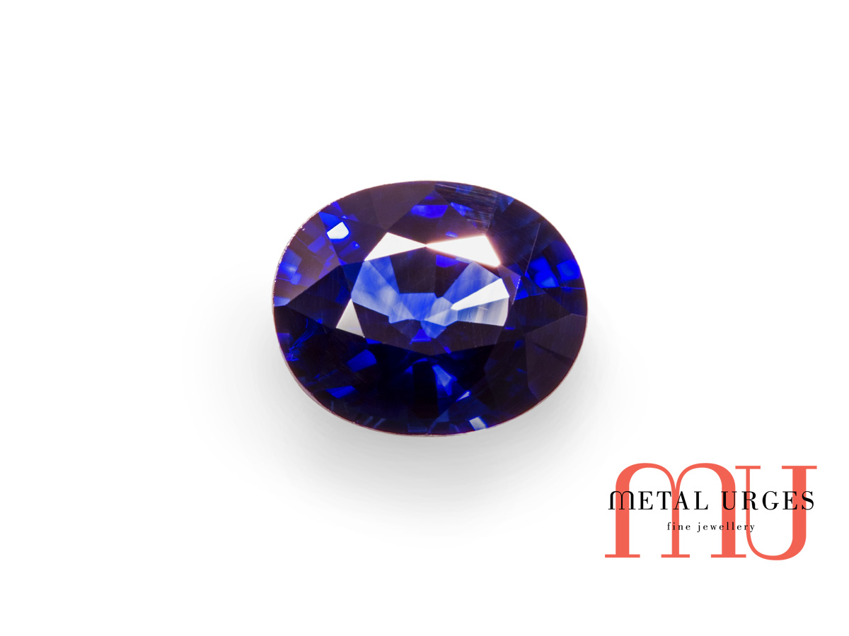 Natural oval sapphire
