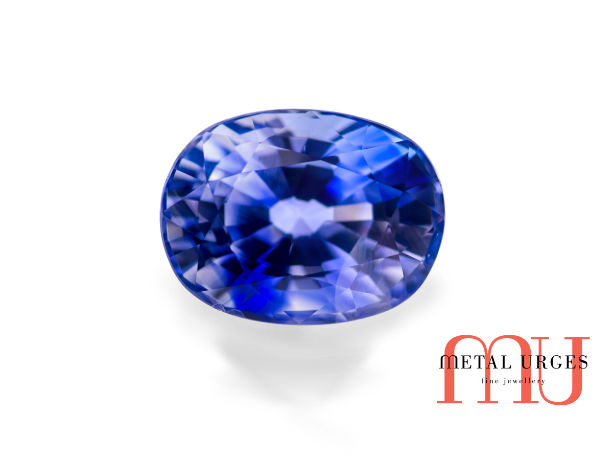 Natural sapphire, fine blue oval cushion cut