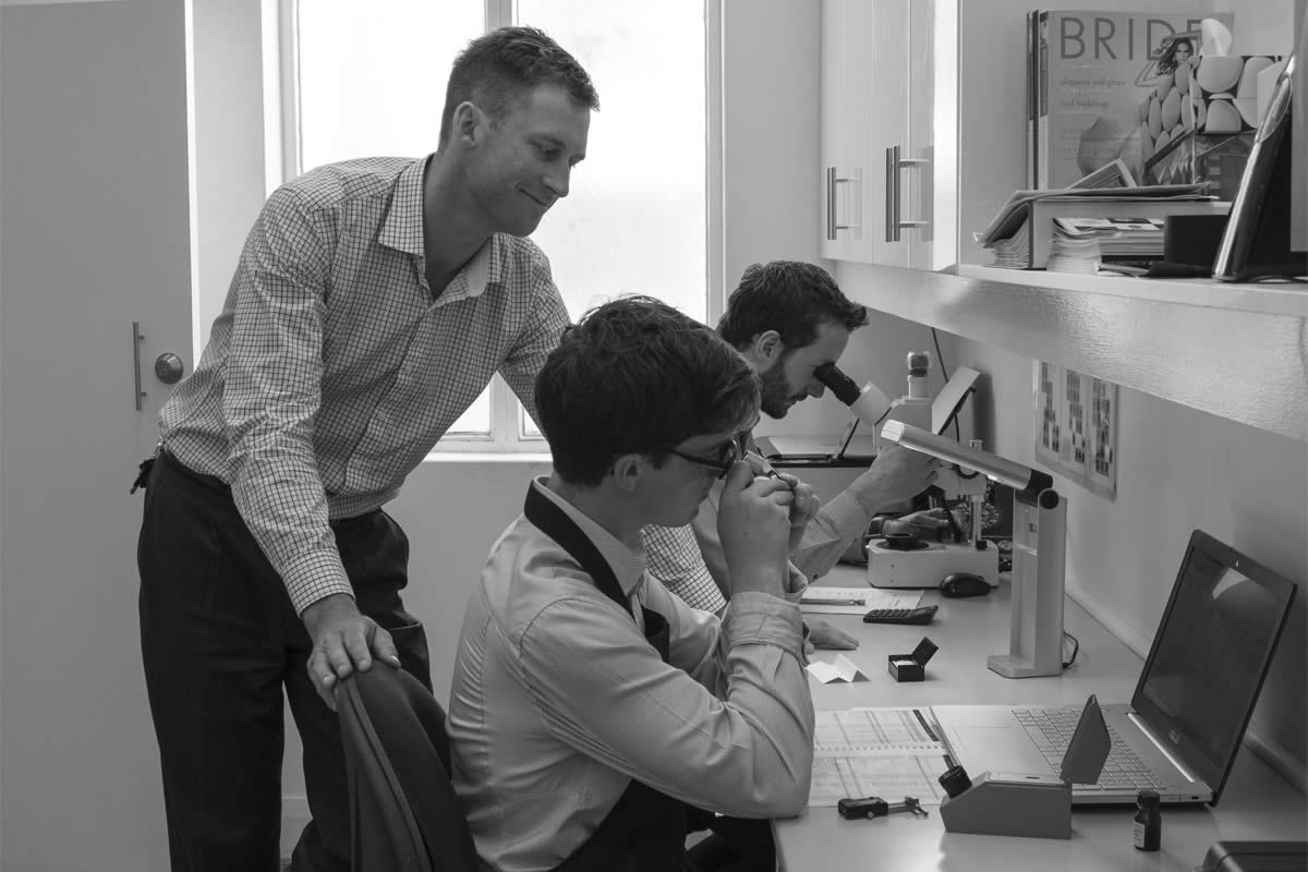 Jewellery valuations at Metal Urges - Chris Hood and the team