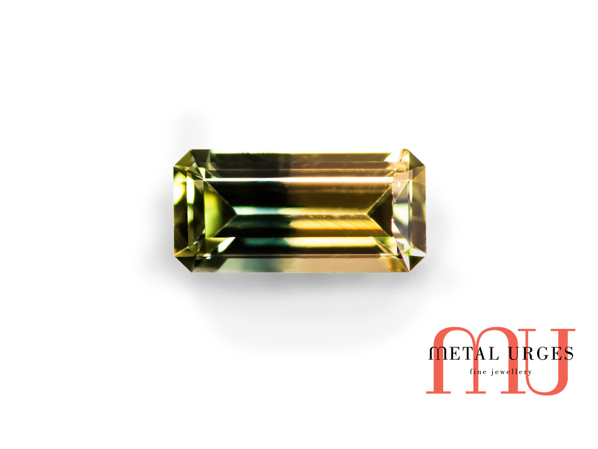 Green and yellow polychrome sapphire
