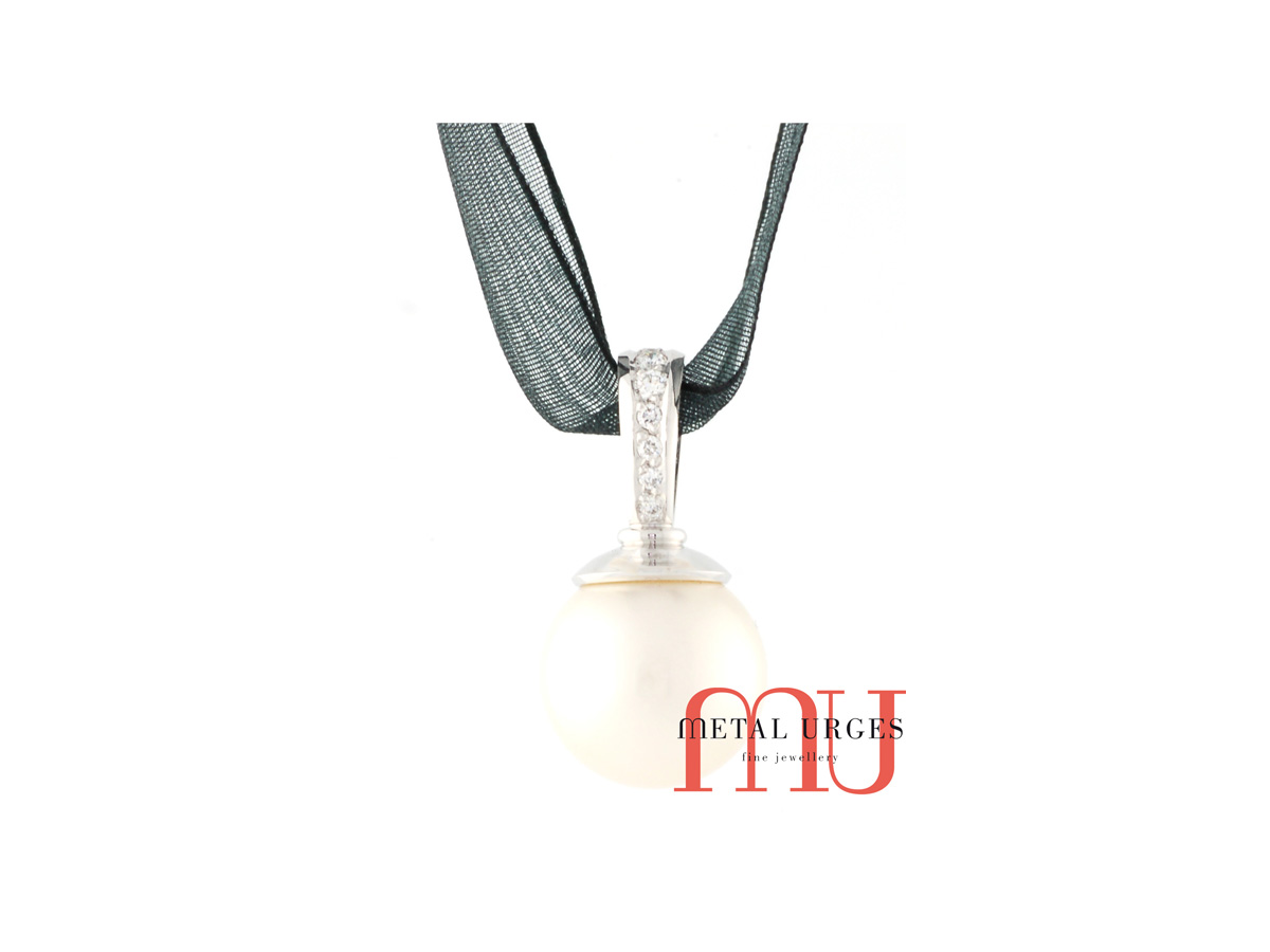 Jewellers Hobart, Natural south sea white pearl drop pendant in 18ct white gold with natural round white diamonds. Custom made in Australia.
