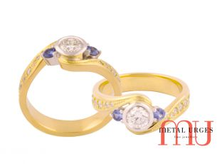 Diamond rings Melbourne with sapphire round stones set each side